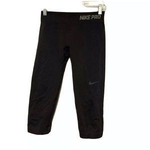 Women's Nike Pro Capri Leggings in Black Sz MD EUC